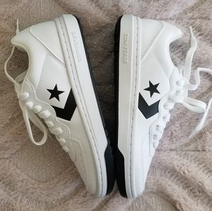 New unisex converse white sneakers